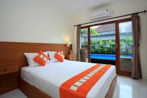 RedDoorz near Raya Petitenget Bali - Bedroom