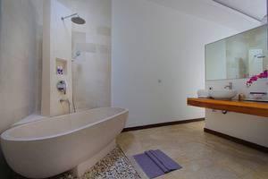 Anemalou Villas & Spa Seminyak - bak mandi