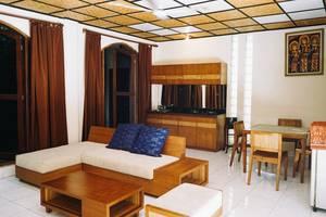 Villa Puri Royan Bali - Bungalow: ruang tamu, dapur, & ruang makan