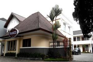 Frances Hotel Bandung - Tampilan Luar Hotel