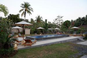 RedDoorz Plus near Pantai Melase Lombok