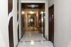 D'Hotel Holiday Makassar Makassar - Corridor