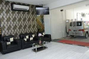 D'Hotel Holiday Makassar Makassar - Lobby
