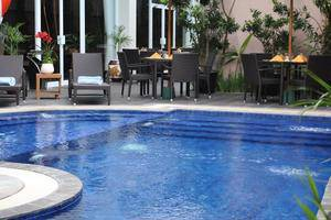Grand Tjokro Yogyakarta - Pool Side