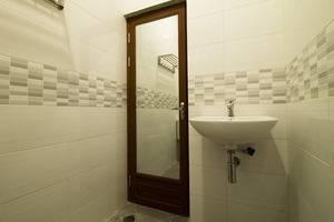 RedDoorz @Gegerkalong Hilir Bandung - Kamar mandi