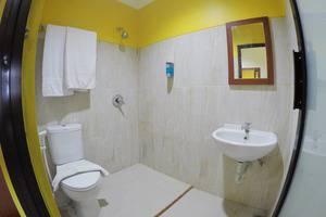 Hotel Ashofa Surabaya - Bathroom