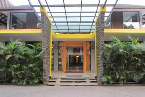 Grha Ciumbuleuit Guest House Bandung - Pintu Masuk