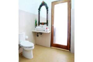 KarangSari Guest House Bali - Mandi air panas dan dingin en suite pribadi