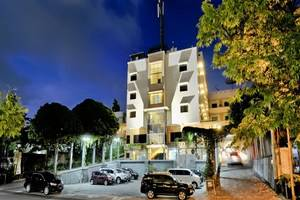 Hotel Grasia Semarang - Area parkir