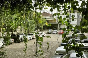 Hotel Grasia Semarang - Guest Parking