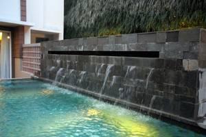 THE 1O1 Yogyakarta Tugu Jogja - Kolam Renang