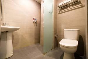 Kutabex Hotel Bali - Deluxe Room - Bathroom