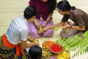 Tejaprana Resort & Spa Bali - Making canang