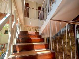 Airy Sumber Pajajaran Utara Satu 44 Solo - Stairs