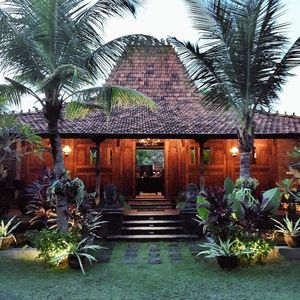 Mahe Garden Inn and Villa