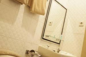 DPT 33 Surabaya - Toilet
