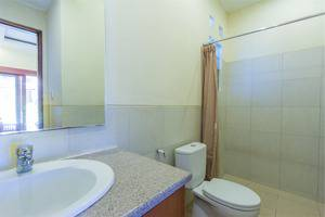 RedDoorz @Tegal Sari Berawa Bali - Kamar mandi