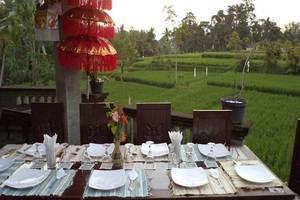 Ala's Green Lagoon Bali - Meja Makan