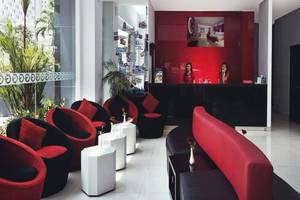 G Suites Hotel Surabaya - Lobi