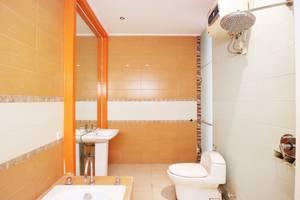 Putri Bali Guest House Surabaya - Suite Bathroom