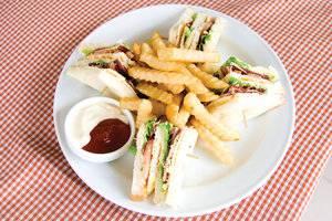 Puri Saron Hotel Gianyar Bali - sandwich