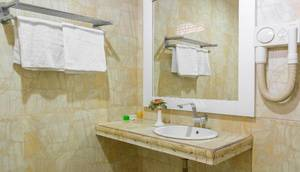 Hotel Grand Darussalam Medan - Bathroom