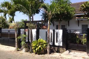 Villa Puri Garden Batu Malang - tampak depan