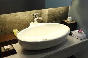 Watermark Hotel Bali - Suite and Club Bathroom