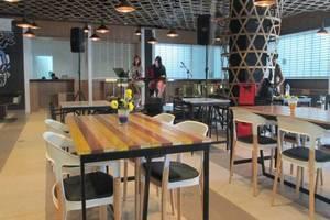 Wood Hotel Bandung - Food Court