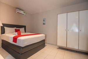 RedDoorz Plus Near Marina City Waterfront Batam