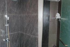 JM Hotel Kuta Lombok Lombok - Kamar mandi