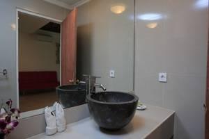 Bali Mystique Hotel Bali - Garden Bungalow Bathroom