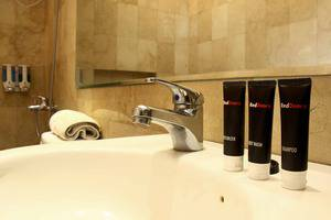 RedDoorz Plus @Jatinangor Bandung - Kamar mandi