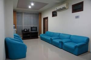 RedDoorz @Panglima Sudirman Surabaya - Ruang tamu