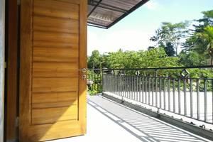 Rifqi Guesthouse Pacitan - Balkon