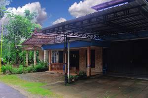 Rifqi Guesthouse Pacitan - Building