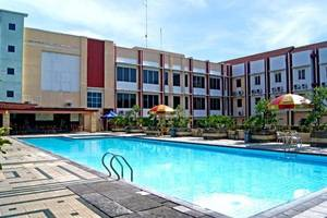 Karlita Hotel Tegal - Kolam Renang