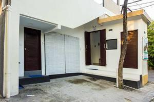 Kubu Andrey Rooms and Villas Seminyak - pintu masuk