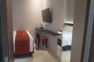 Front One Boutique Karawang Karawang - Guest room