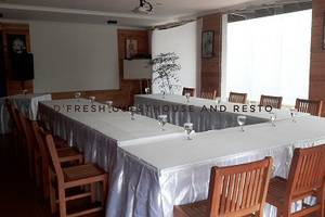 DFresh Guest House Malang - Meeting Room