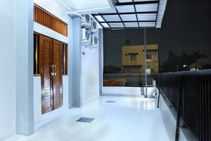 OYO 121 Ayub Residence Syariah Jakarta - Balcony