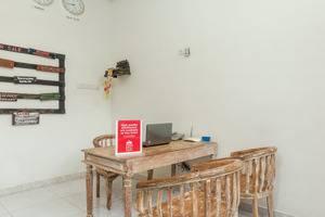 ZenRooms Denpasar Mertasari - Resepsionis