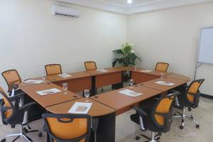 Insumo Palace Hotel & Resort Kediri - Meeting room