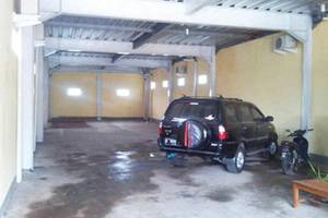 Sandila Guest House Bandung - Parking Area