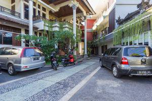 RedDoorz near Ngurah Rai Airport 2 Bali - Eksterior