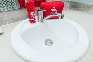 ZenRooms Ubud Dewi Sita Bali - Kamar mandi