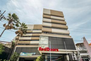 RedDoorz Plus @ New Grand Park Hotel