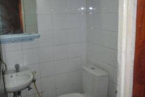 Ateng Guest House Pontianak - toilet
