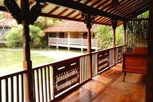 Sapu lidi Resort Hotel Bandung - Balcon / teras di Suite Pemandangan Danau