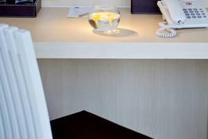 Hotel 88 Grogol - Desk & Chair